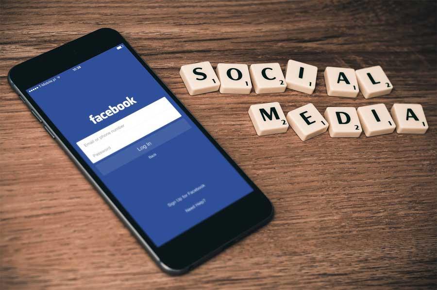 BUSINESS Social Media